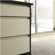 Drawer fronts with Knebworth handle-less design