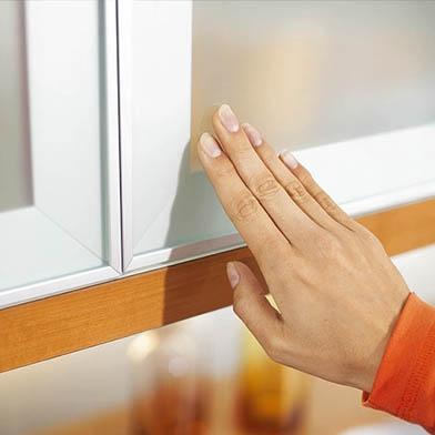 push-catch-opening-door-1