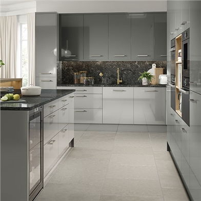 Fitted Kitchen Finished in Venice High Gloss Dust Grey Kitchen Doors